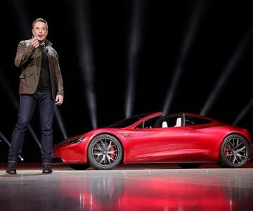 Elon Musk pretende democratizar os Tesla
