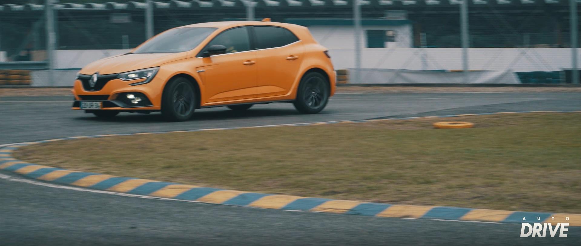 Pusemos à prova o sistema de rodas direcionais ativas 4Control com o Renault Mégane RS em pista