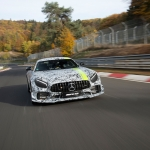 AMG GT PRO ainda camuflado testa em circuito