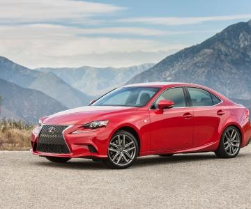 Lexus IS poderá passar a contar com motor de origem BMW