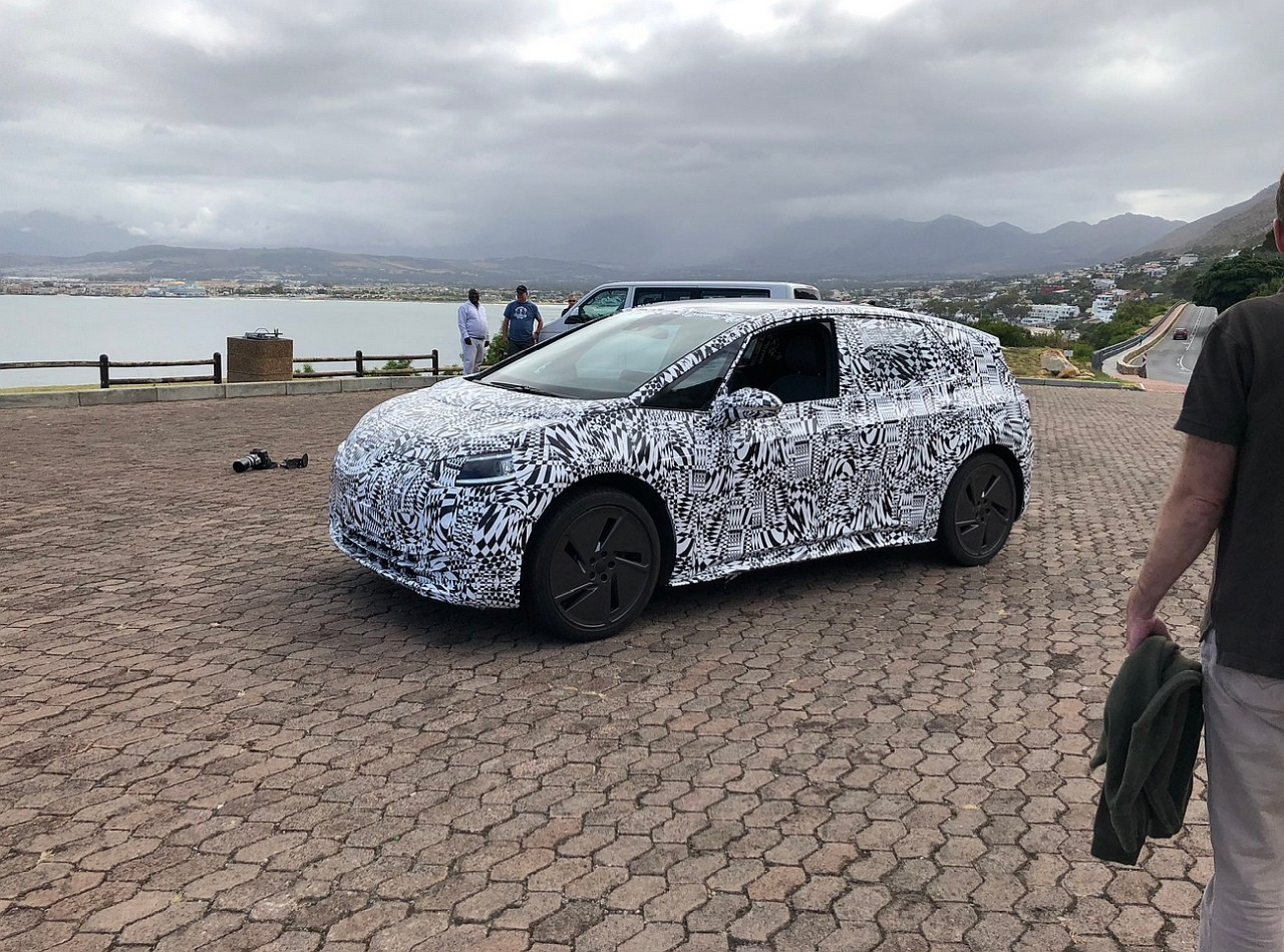 VW I.D. Hatchback ainda camuflado