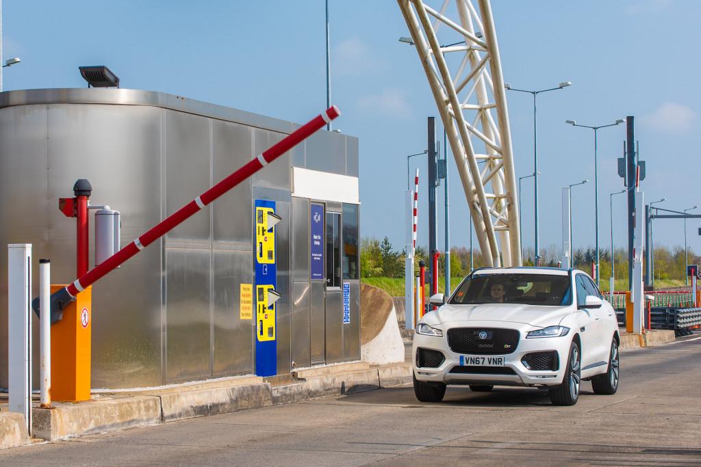 Jaguar Land Rover quer compensar condutores atentos