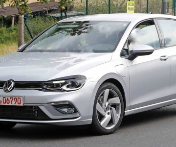 Novo VW Golf GTE em testes praticamente sem camuflagem