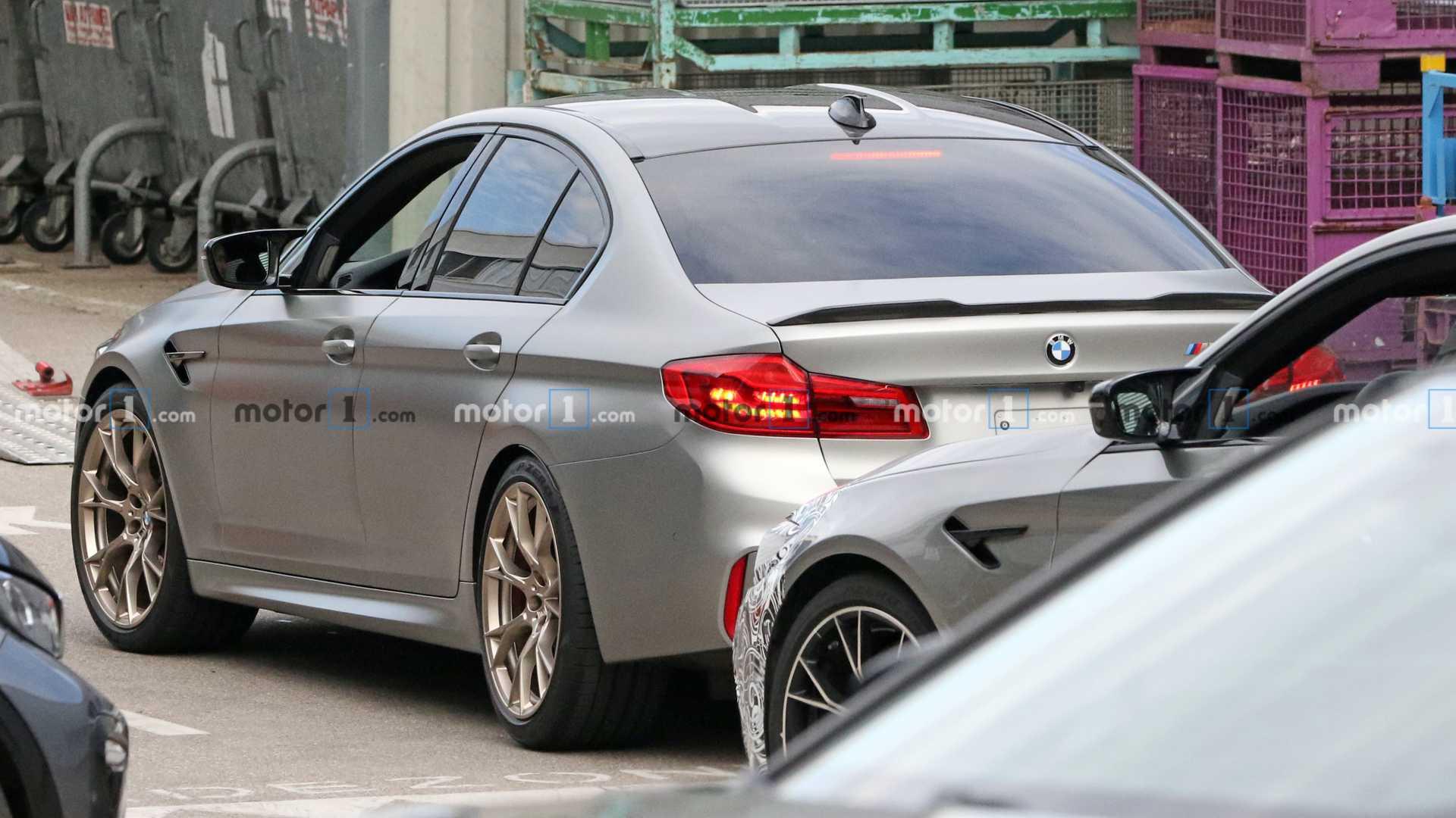 BMW M5 CS sem camuflagem