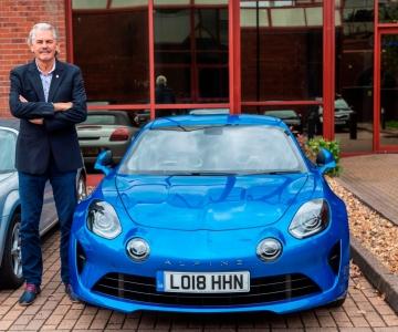 Gordon Murray junto ao seu Alpine A110
