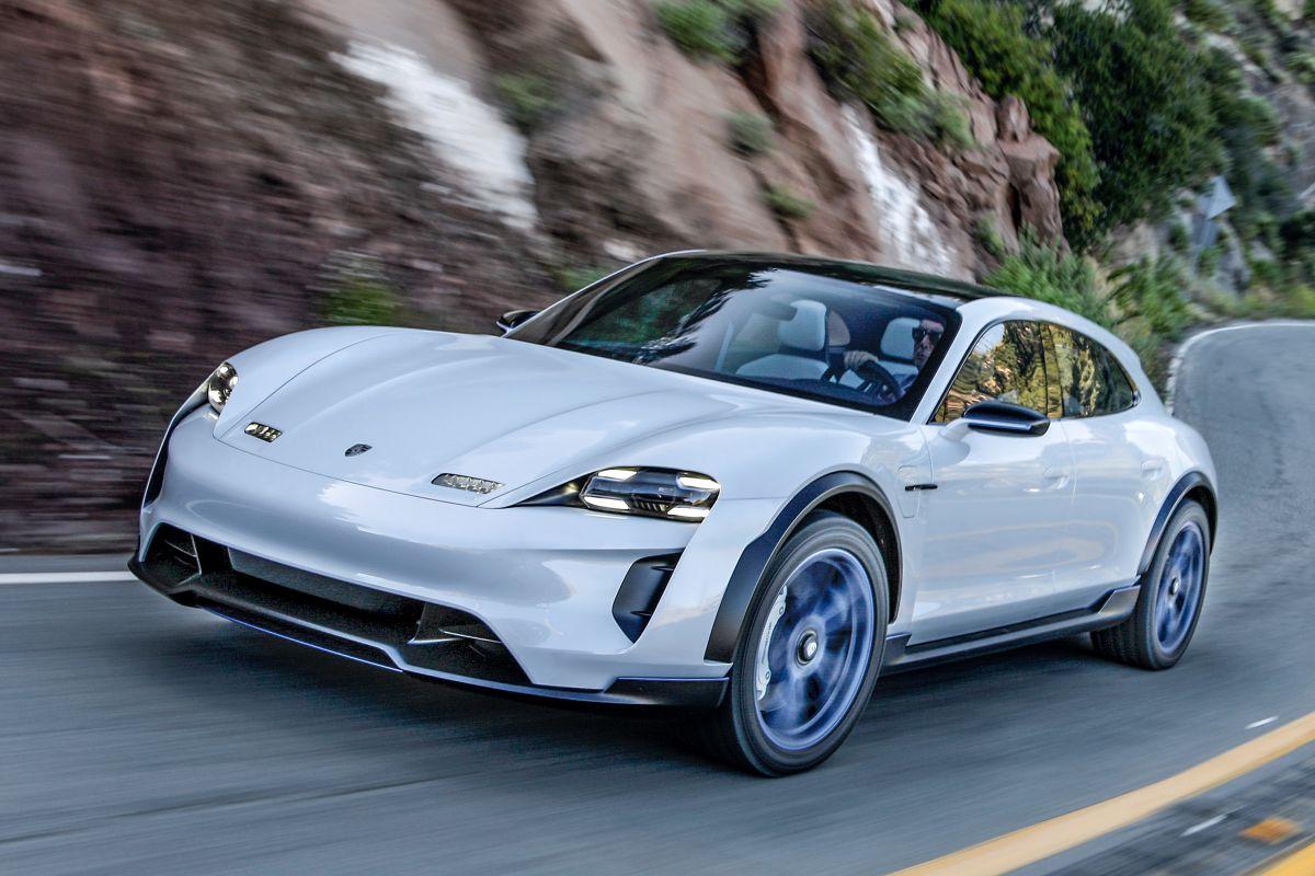 Porsche tem vindo a testar um novo sistema de tração integral com quatro motores elétricos
