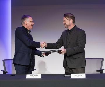 Carlos Tavares (PSA) à esquerda e Mike Manley (FCA) à direita