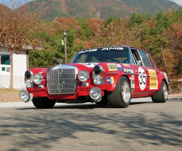 "Réplica do Mercedes-Benz 300 SEL ""Red Pig"""