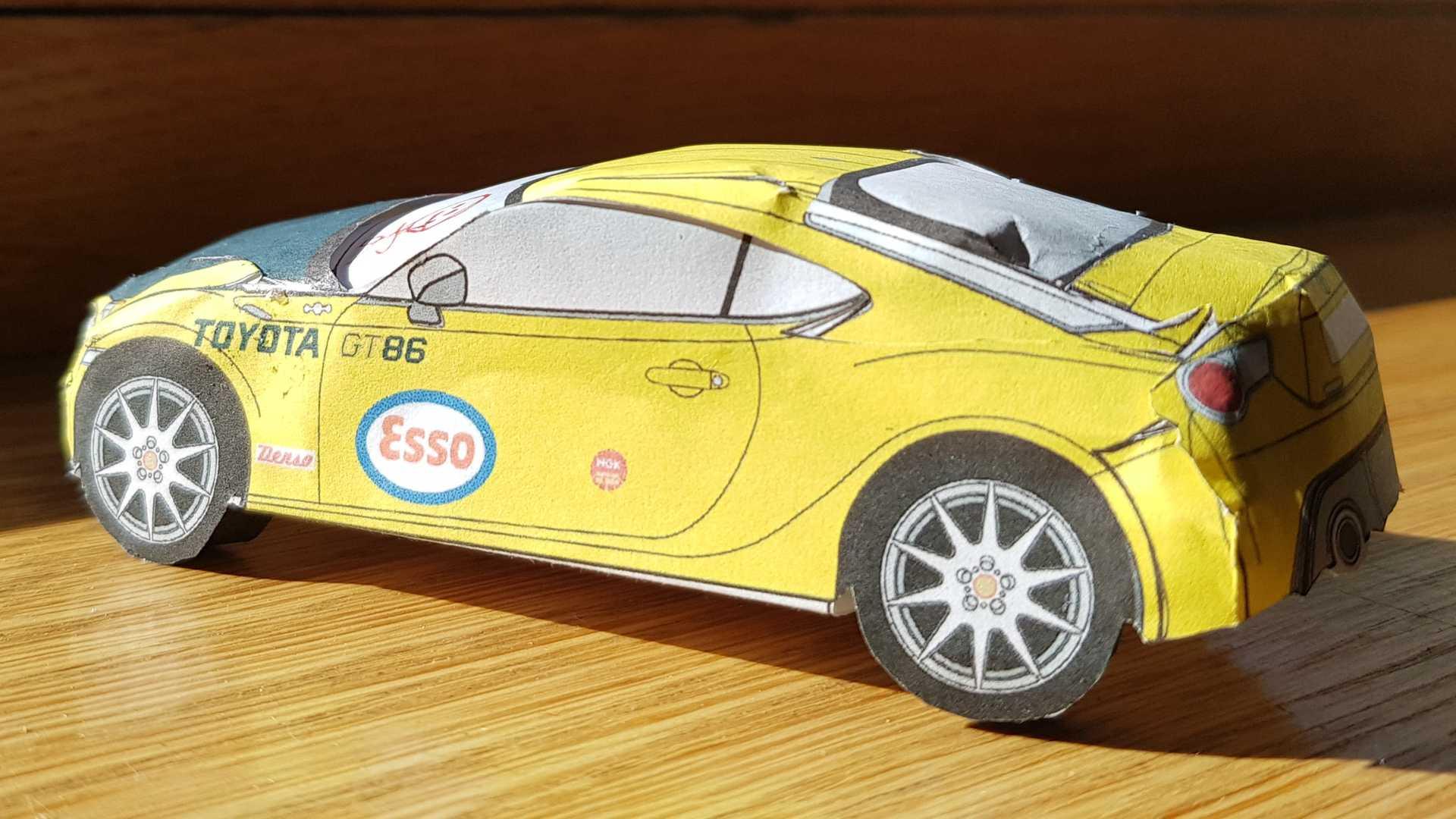 Toyota GT86 em papel
