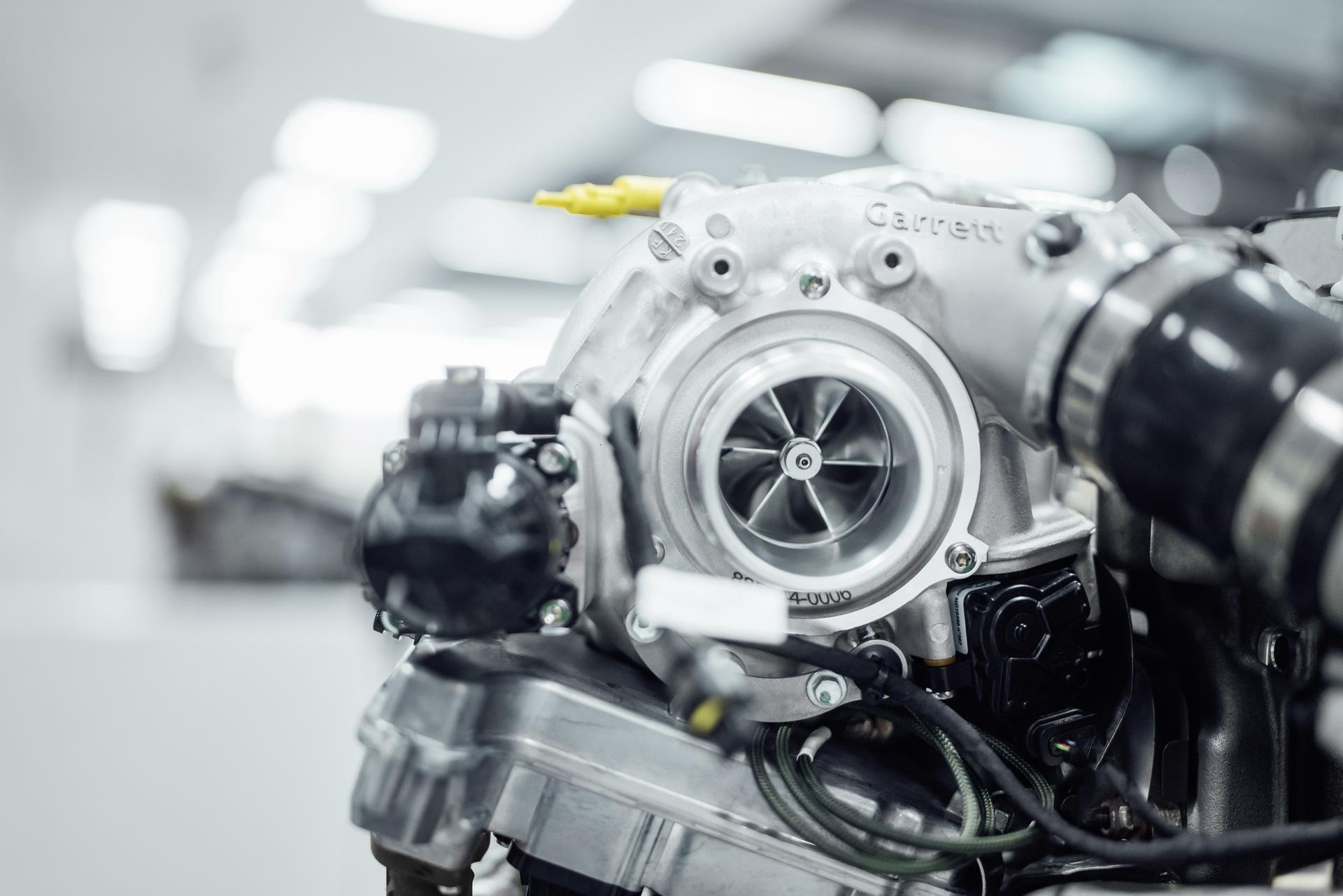 Mercedes mostra novo turbo elétrico