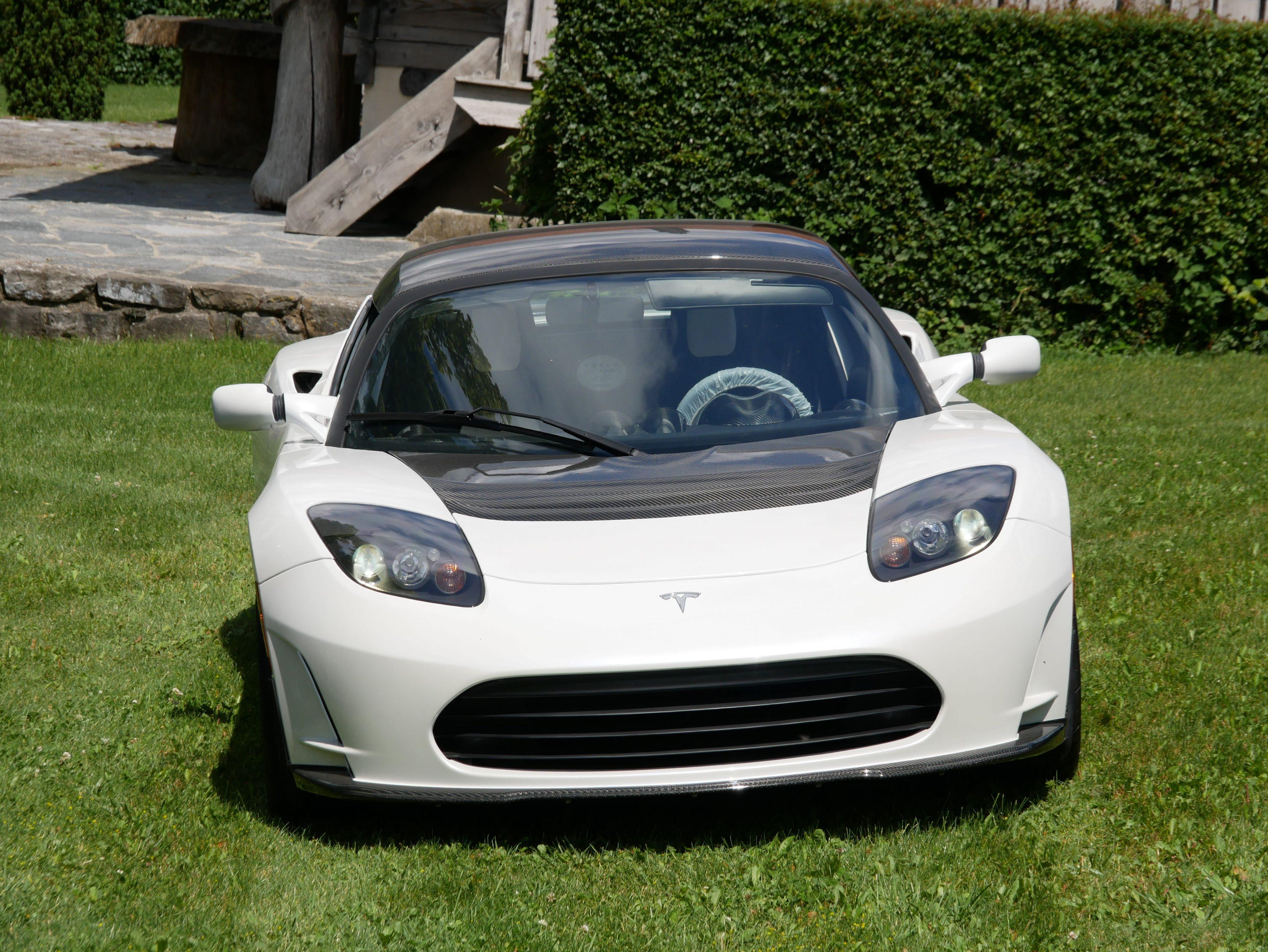 Último exemplar do Tesla Roadster está à venda | Auto Drive