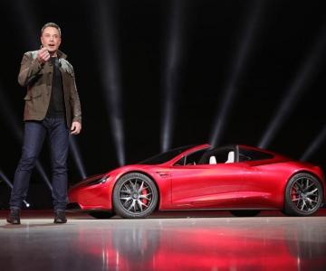 Elon Musk durante a apresentação do novo Tesla Roadster