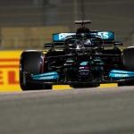 Lewis Hamilton começa a nova época como terminou a anterior