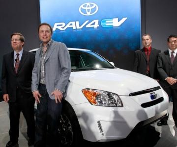 Em 2012, a Toyota apostou num RAV4 elétrico com motor da Tesla