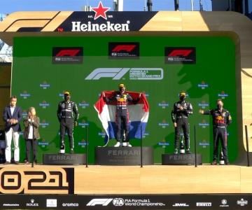 Verstappen no lugar mais alto do pódio