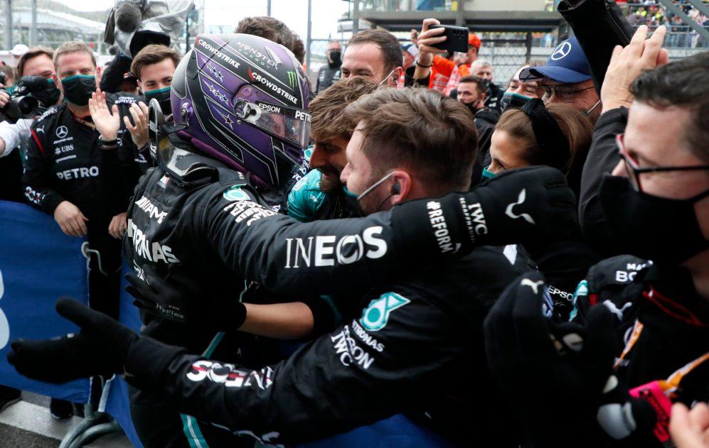 Hamilton celebra 100ª vitória