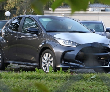 Foto espia do novo Mazda 2